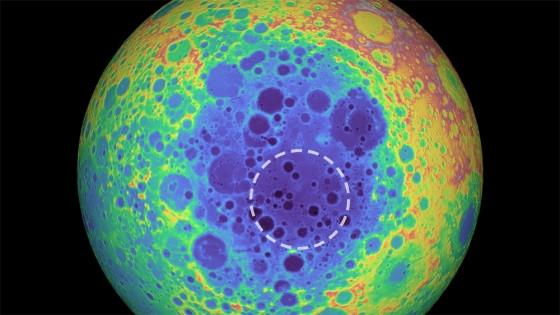 月球最大隕石坑底下偵測到質量異常